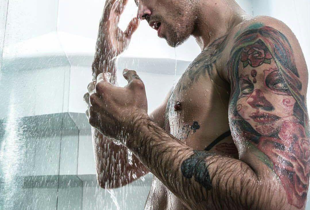 2f3fe60fcb52b5d97eca6b1d87b53ac81 e1557443500650 - Combien de temps faut-il à un tatouage pour qu'il cicatrise ?