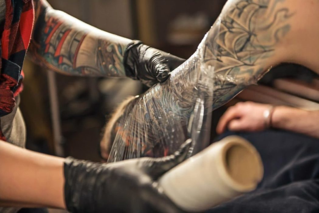 3df0e12ea6e5fb484d46e34f13e441be1 e1557443010415 - Combien de temps faut-il à un tatouage pour qu'il cicatrise ?
