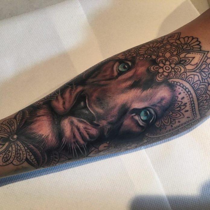 14582452 907295602735231 8020447135713460224 n - 53 Tatouages Lion pour Femme