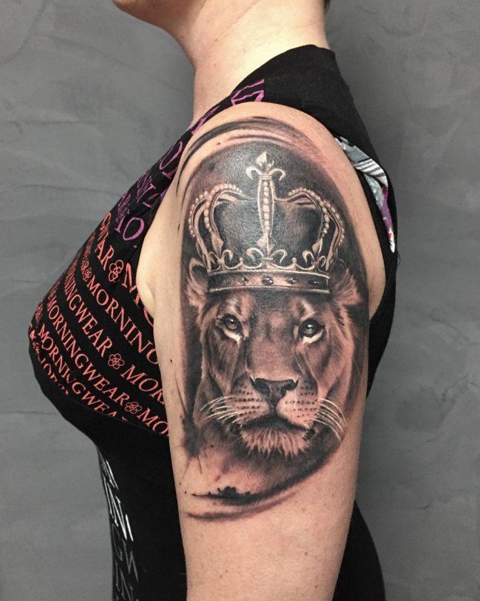 29090562 169083773750674 7645513438713610240 n - 53 Tatouages Lion pour Femme
