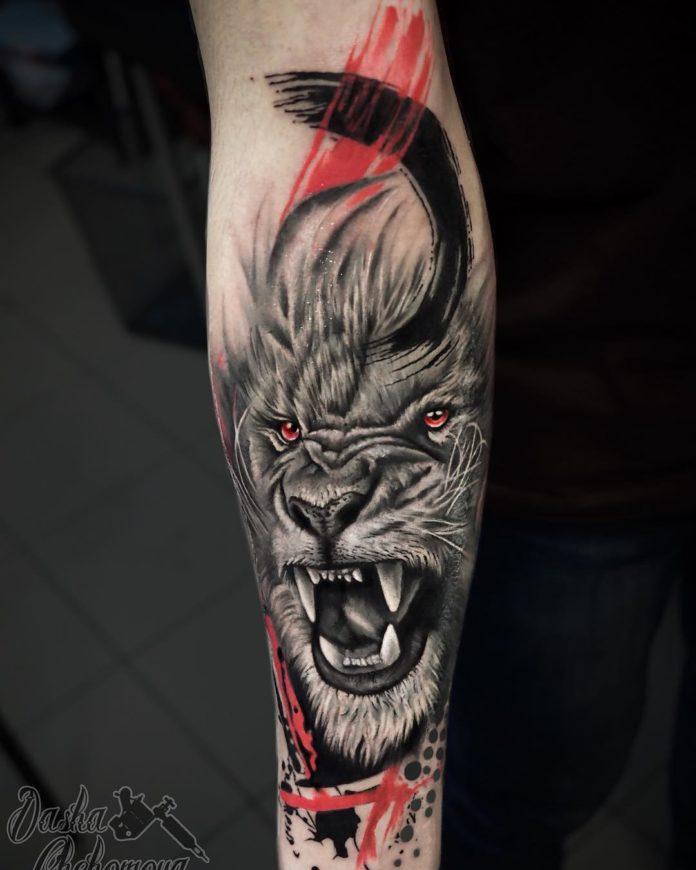 Magnifique Tête de Lion sur avant bras