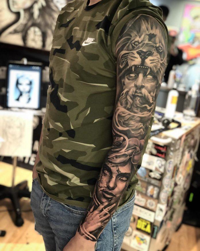 Tatouage Tête de Lion + tête de statue sur épaule