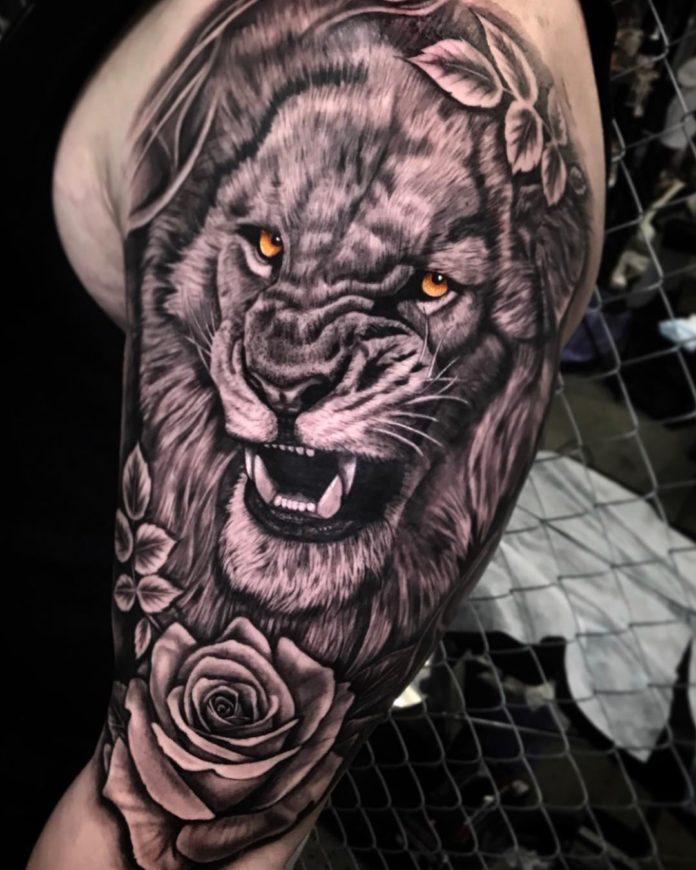 Tatouage Tête de Lion + Rose sur l'épaule