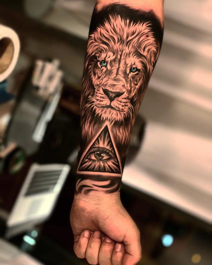 Tatouage Lion sur avant bras + Œil de la Providence