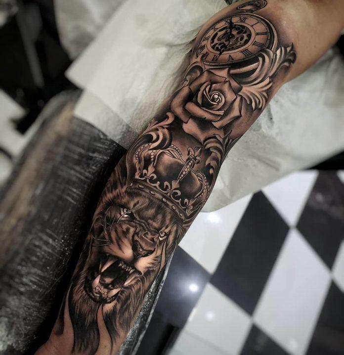 Tatouage Lion avec couronne sur avant bras