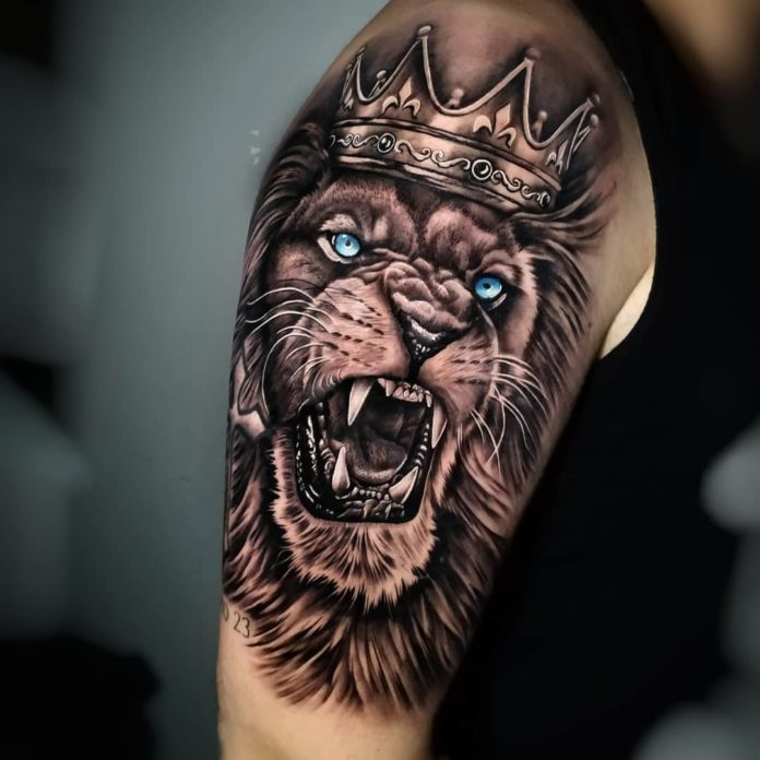 Superbe Tattoo Tête de Lion sur épaule