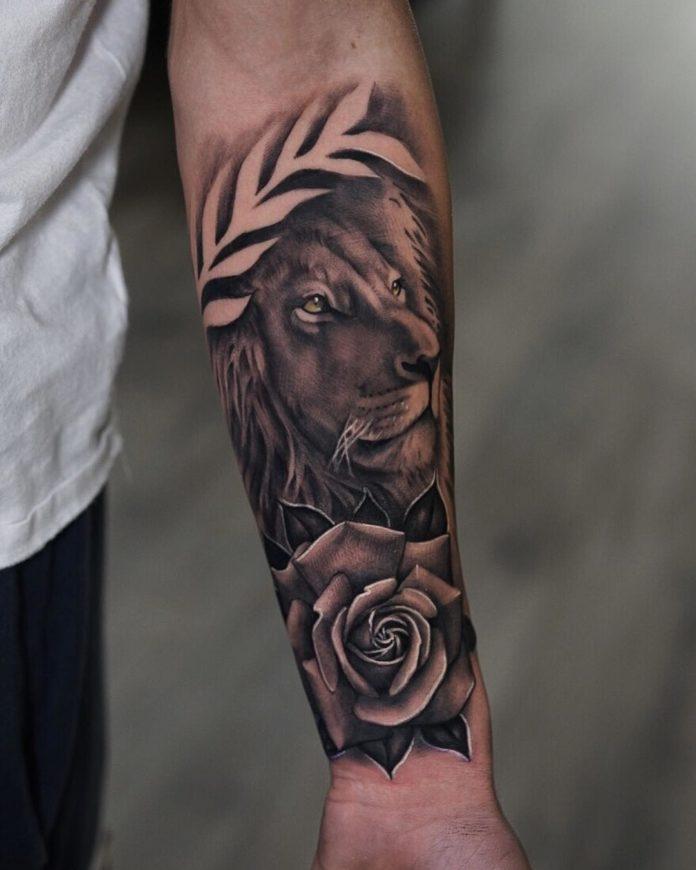 Tatouage Tête de Lion et fleur sur avant bras