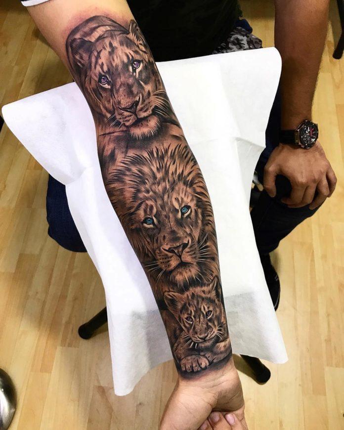 Tatouage de Lionne, lion et lionceau sur avant bras