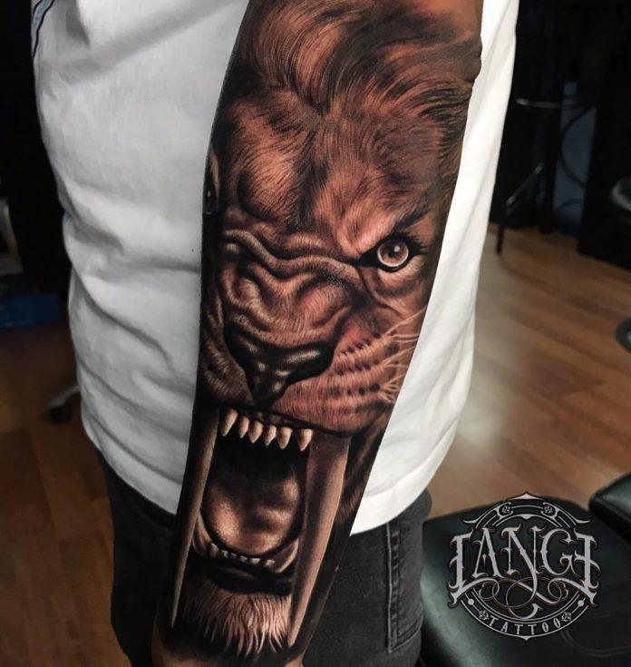 Incroyable tatouage de Lion rugissant partie 2