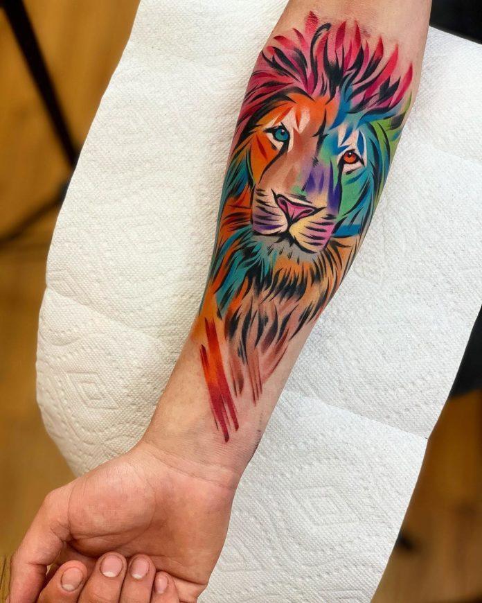 Tatouage coloré d'une Tête de Lion sur avant bras