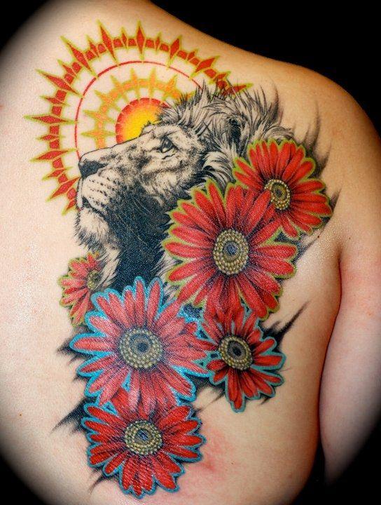 lion tattoo 181 - 53 Tatouages Lion pour Femme