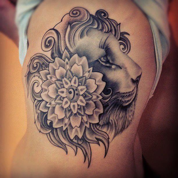lion tattoo 411 - 53 Tatouages Lion pour Femme
