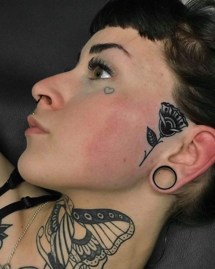 Tatouage au visage