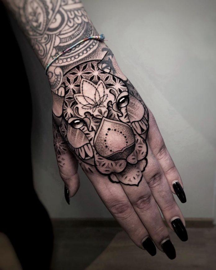 100 5 - 100 Impressionants Tatouages sur la Main pour Femme