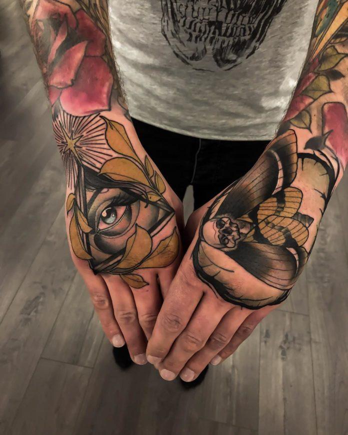 Tatouage en couleur d'un œil de la providence et d'un papillon en tête de mort