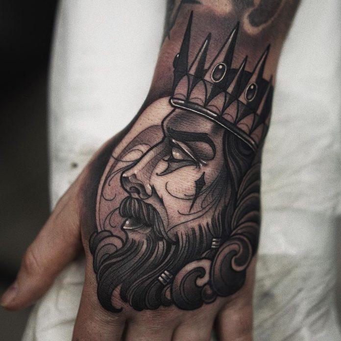 Tatouage de profil de visage d'un roi
