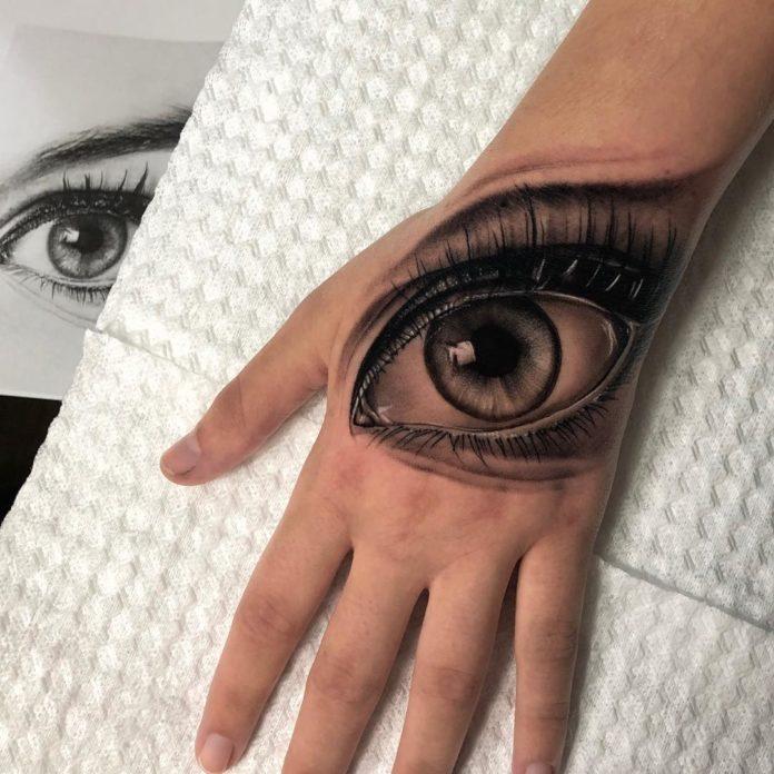 Tatouage d'un œil réaliste