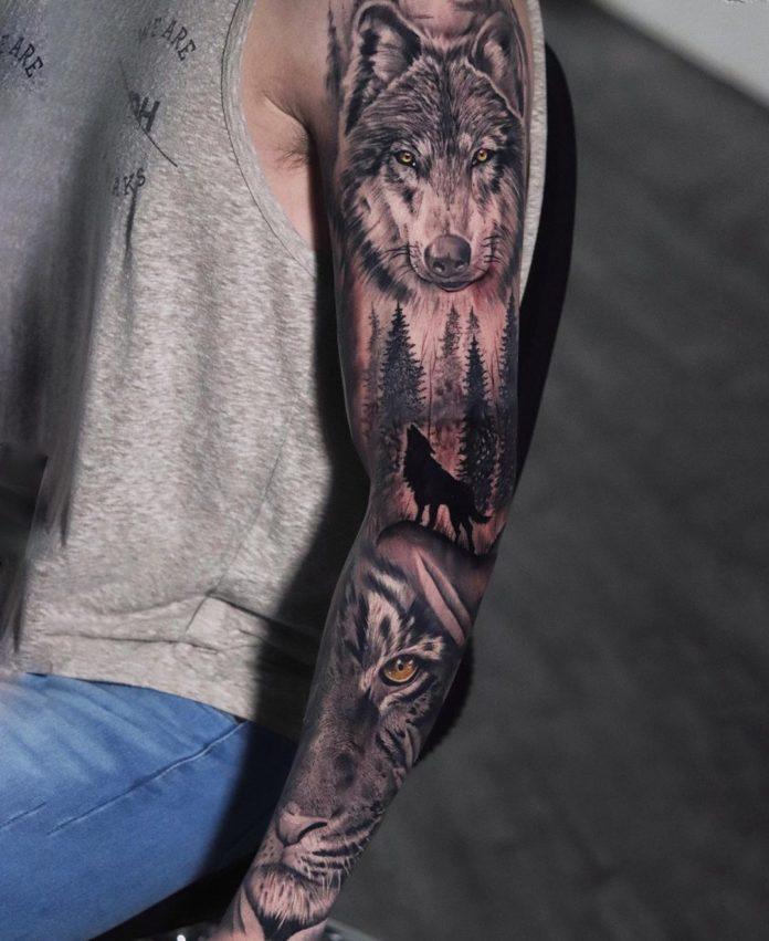Composition tatouage tête de Loup et tête de tigre + Loup hurlant dans la forêt sur l'épaule