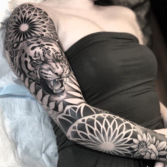 20 9 - Top 100 Tatouages Bras Complet pour Femme
