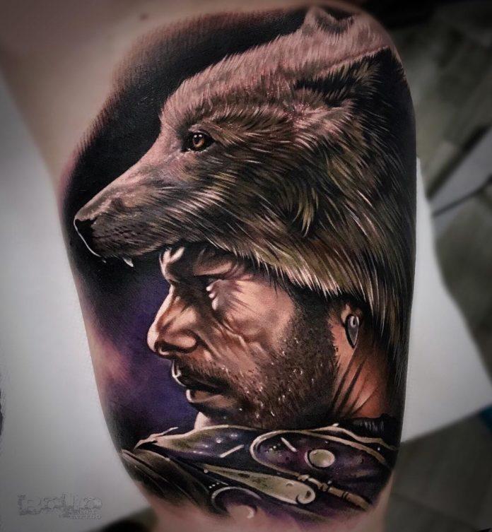 Tatouage de tête de Loup sur tête d'homme