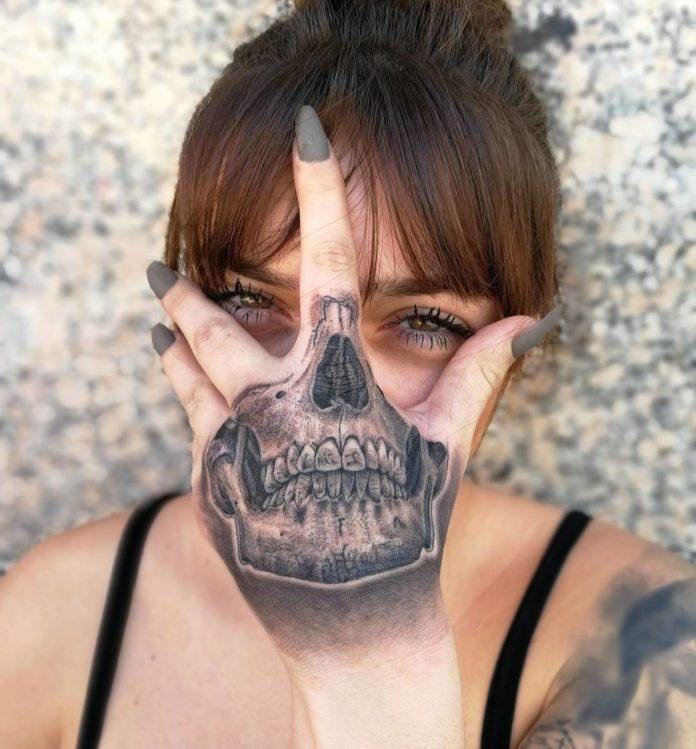 Tatouage de la partie de crâne