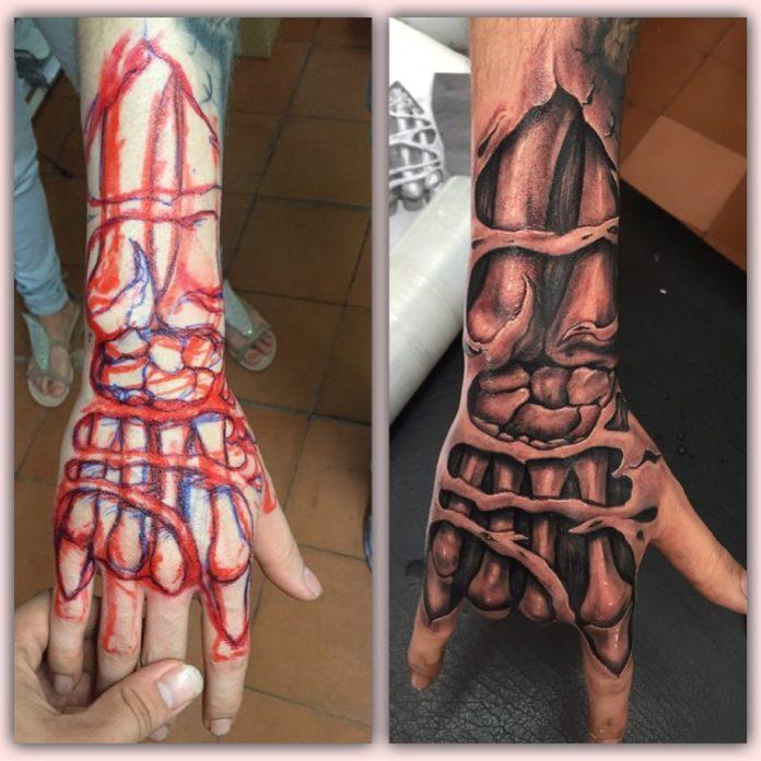 Tatouage réaliste des os de la main