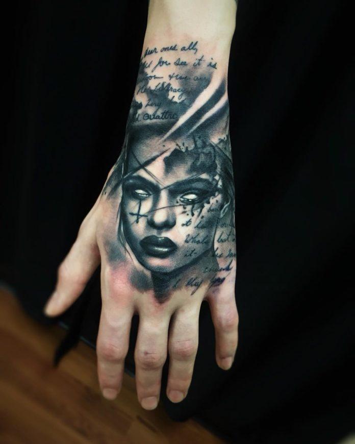 Composition de Tatouage d'un visage sombre d'une femme et d'un poème