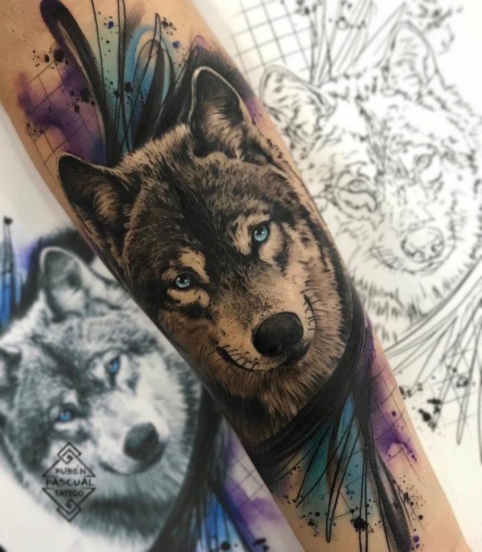 Tatouage de Loup réaliste sur avant bras