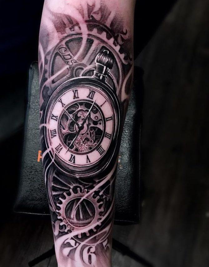36148696 212672192901114 3623930307276701696 n e1570317695625 - 100 Tatouages d'Horloge pour Homme