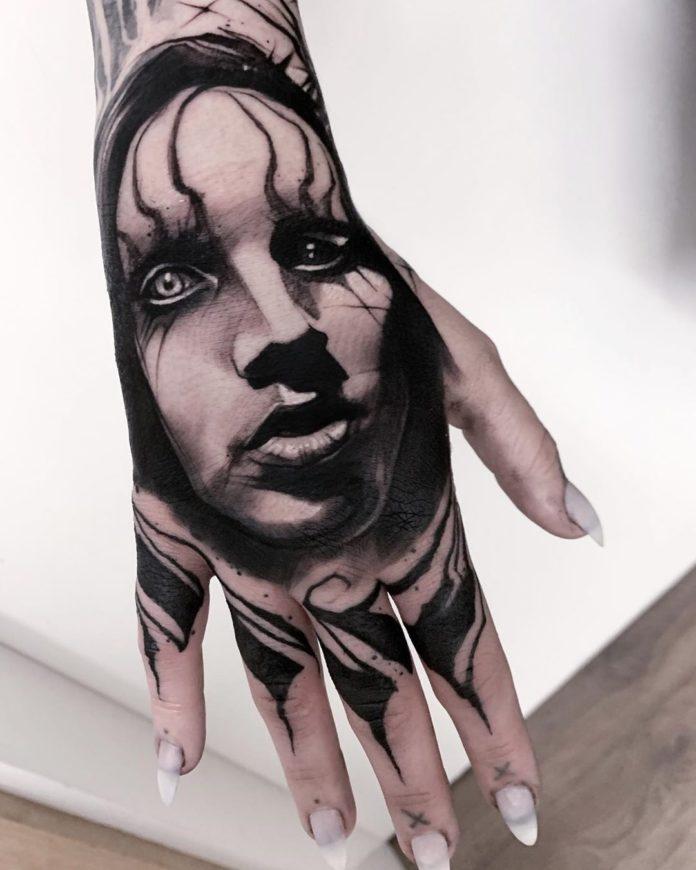 Tatouage de portrait de l'artiste Marilyn Manson