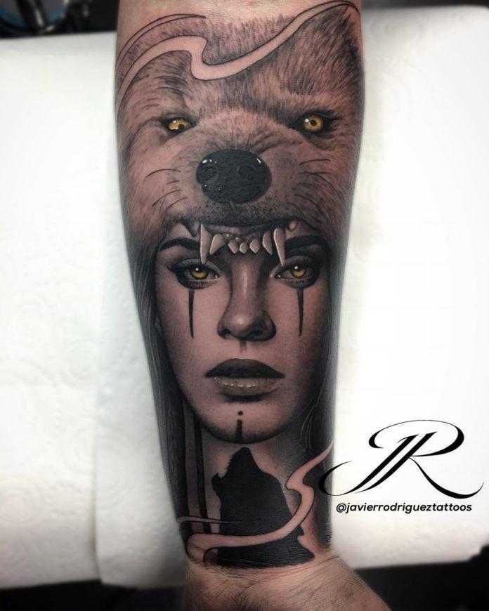 Tatouage de tête de Loup rugissant + Visage d'une femme sur avant bras