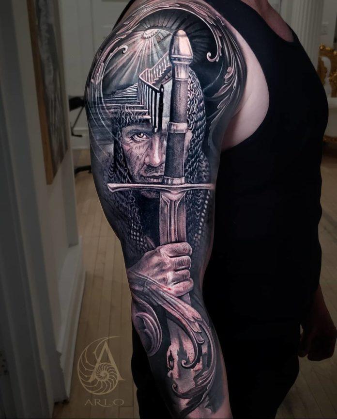 Tatouage d'un soldat tenant une épée