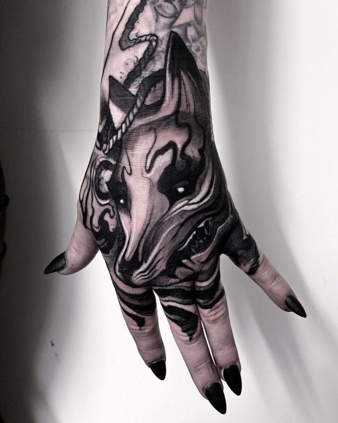 Tatouage de tête de renard en noir et blanc