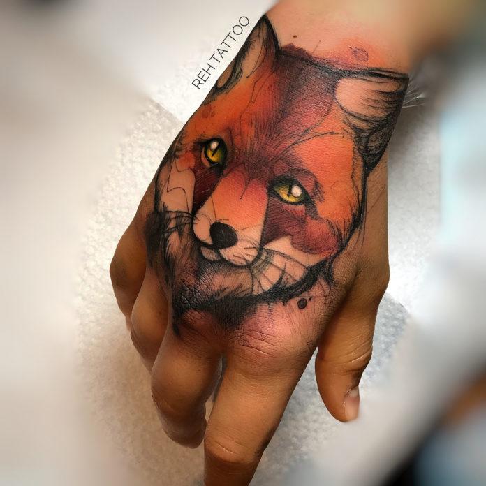 Tatouage artistique de tête de renard
