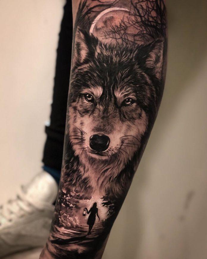 Tatouage de tête de Loup + Femme marchant dans l'obscurité