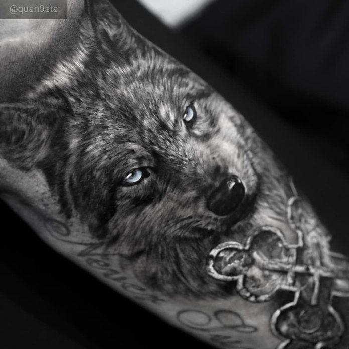 Tatouage de Loup réaliste en noir et blanc