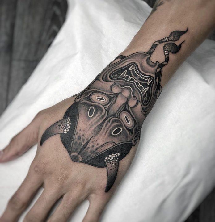 Tatouage de la masque Hannya