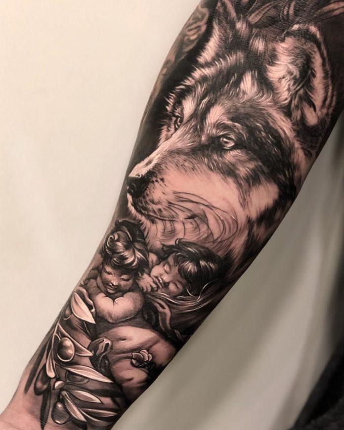 Tatouage tête de Loup + Enfants endormis sur avant bras