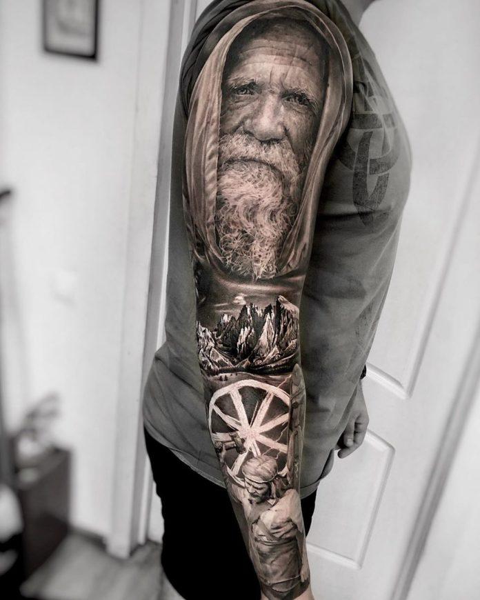 Impressionnant Tatouage d'un vieil homme avec paysage montagneux