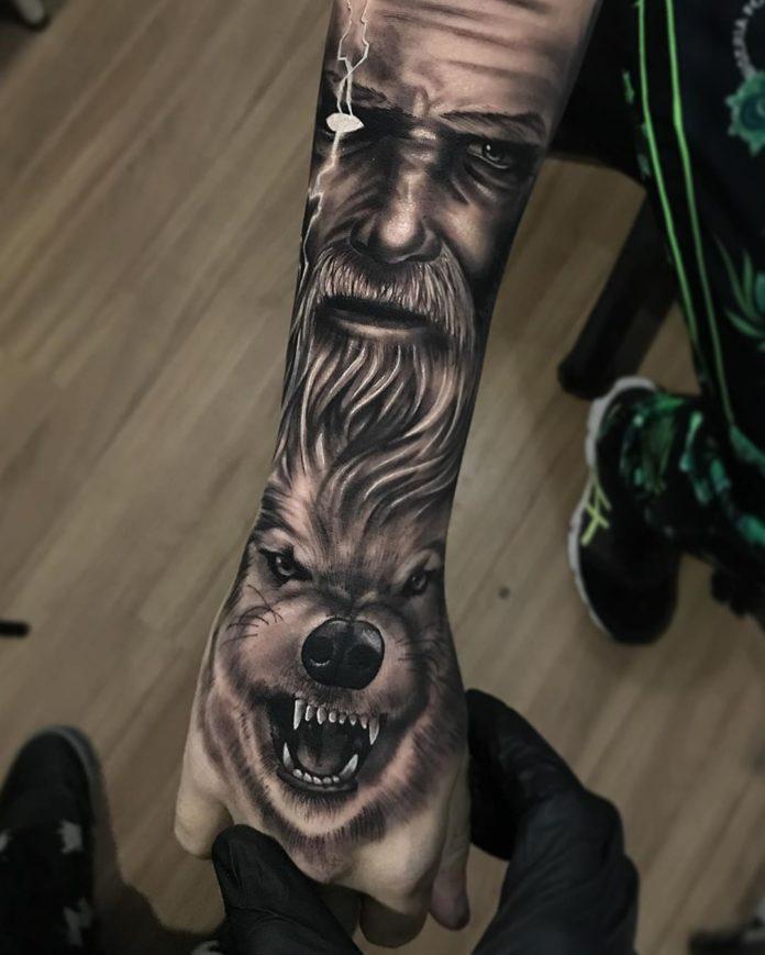 Tête de Loup rugissant sur la main + Visage d'homme