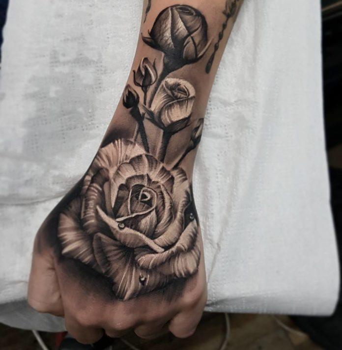 Composition de Tatouage des roses