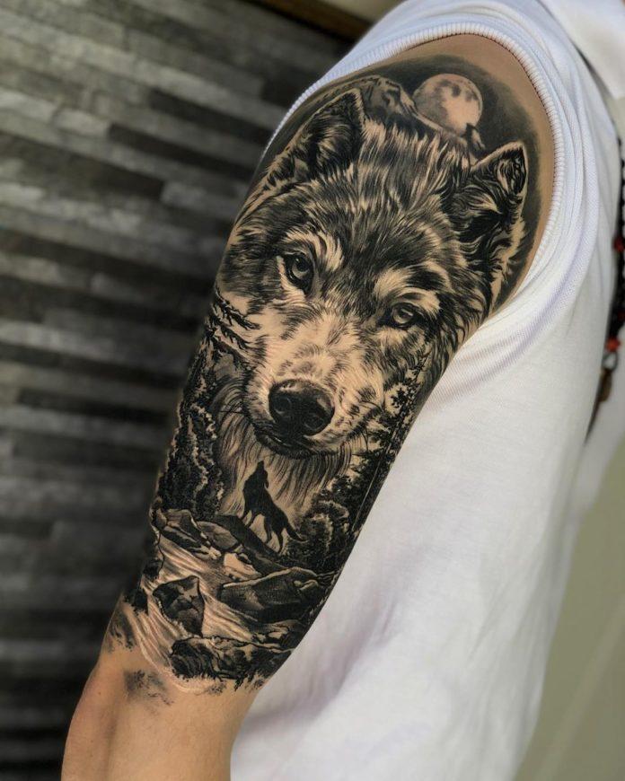 Composition de tatouage de tête de Loup et rivière sur l'épaule + Loup hurlant en pleine forêt