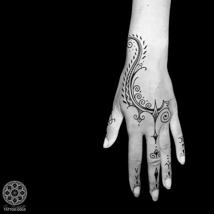 Minimaliste Tatouage ornemental