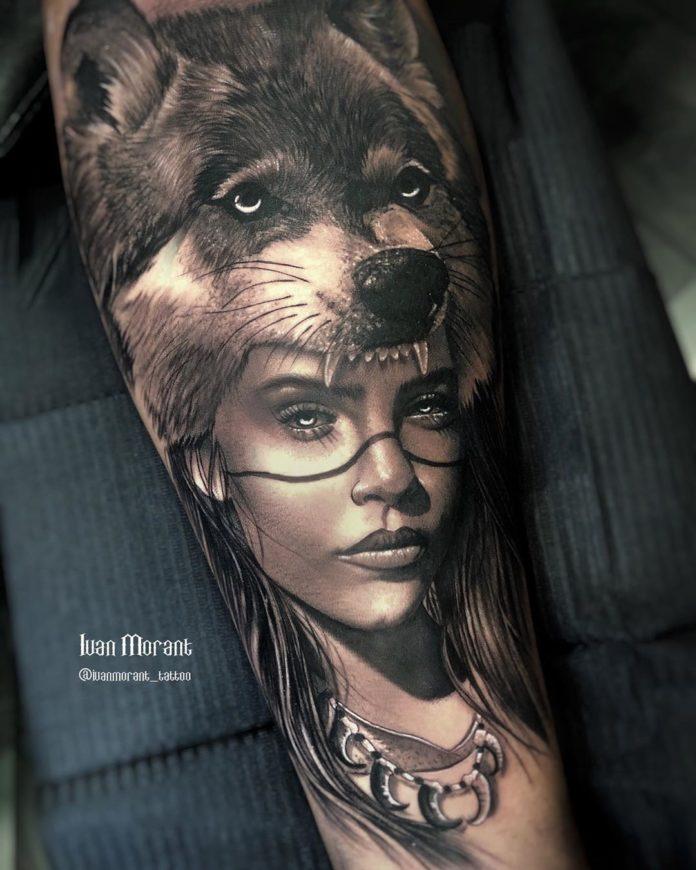 Tatouage tête de Loup sur visage de femme