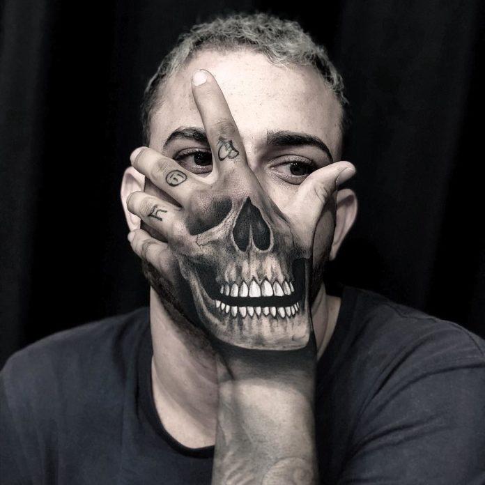 Impressionnant Tatouage réaliste de crâne