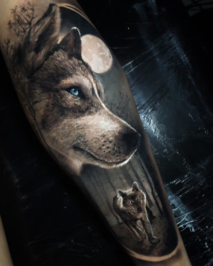 Tatouage de Loup dans la forêt en pleine lune