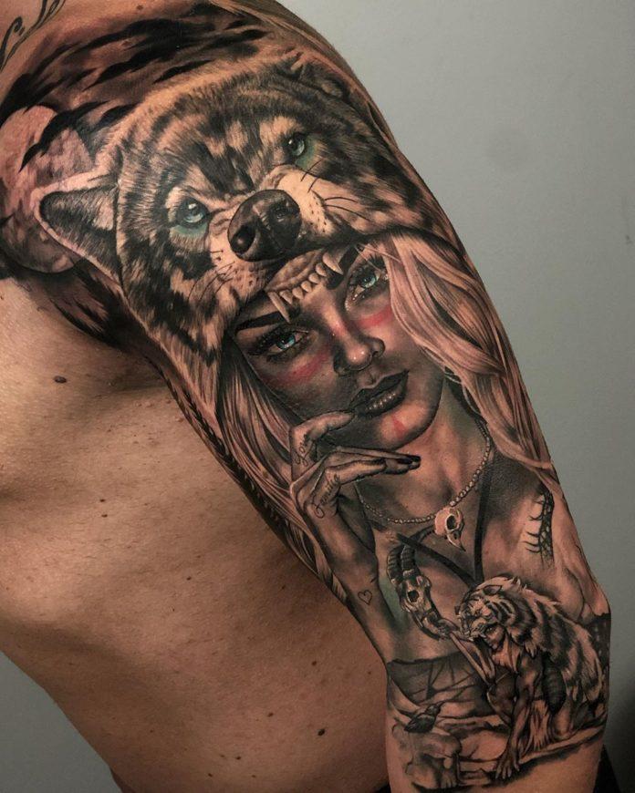 Tatouage de visage de Loup sauvage avec une femme sur l'épaule