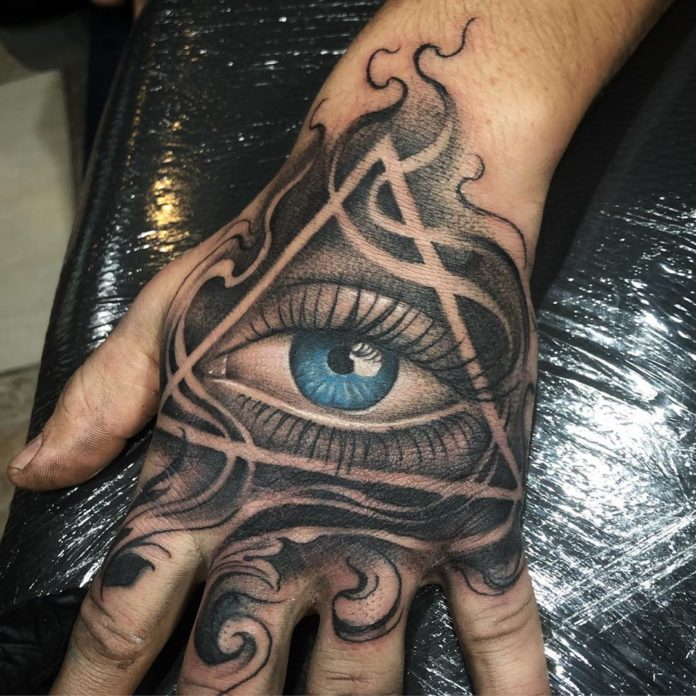 Tatouage d'œil bleu de providence