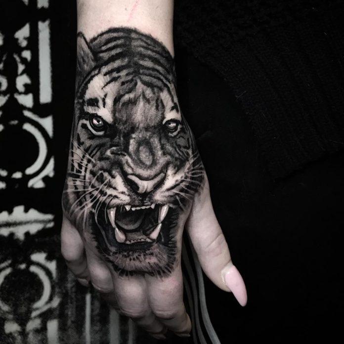 74 6 - 100 Impressionants Tatouages sur la Main pour Femme
