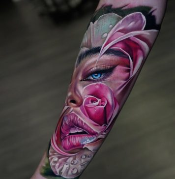 Tatouage de visage de femme dans une rose